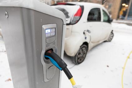 Warum haben Elektroautos eine geringere Reichweite im Winter?